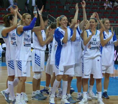 Spain beat the Slovak Republic at EuroBasket women 2009 semi-final © Womensbasketball-in-france.com