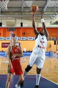 Isabelle Yacoubou-Dehoui playing against Belarus at EuroBasket Women 2009 © Castoria - FIBA Europe