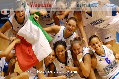 Italy U16 players celebrate semi-final qualification  © Masbasket.com