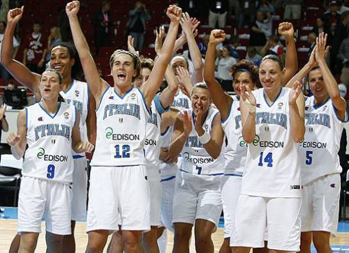 Italy end the dreams of Latvia  at EuroBasket women 2009 semi-final © Agenzia Ciamillo-Castoria/E.Castoria