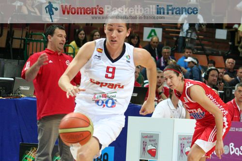 Laia Palau on her way after making steal