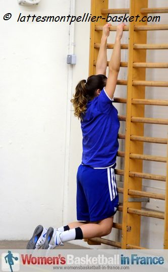 NF2 Player stretching at Monpellier