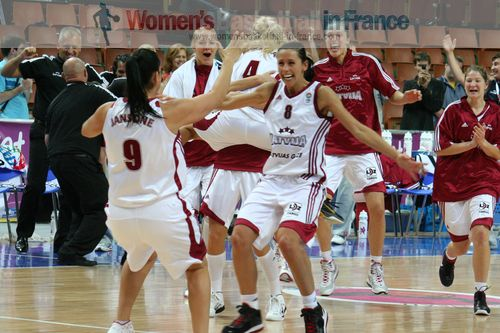 Latvia after overtime victory against France © womensbasketball-in-france.com