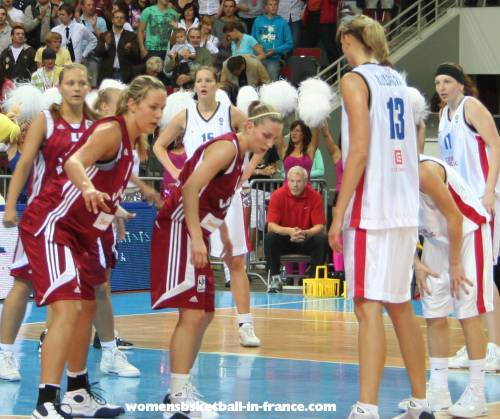 The Czech Republic and Latvia at EuroBasket Women 2009 © womensbasketball-in-france.com