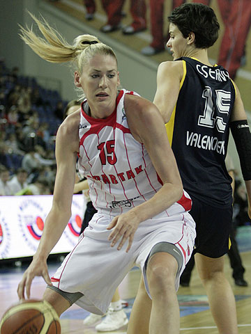 Lauren Jackson scores 35 points in EuroLeague Women final four defeat