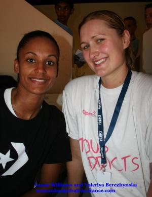Lenae Williams and ValeriyaBerezhynska © womensbasketball-in-france.com