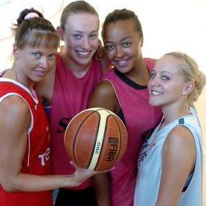 Lina Brazdeïkyte,Chloé Westelynck , Bettina Kadila and Charline Servage  © DNA.fr