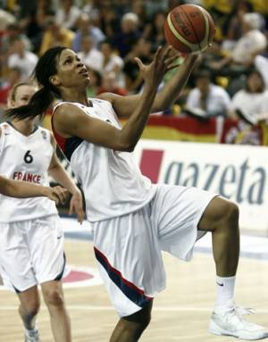 Marielle Amant playing against Spain at 2009 U20 European Championship final © Wojciech Fiourski- FIBA Europe