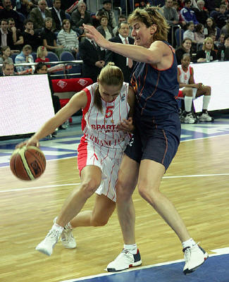 Marina Karpunina and Eleana Tornikidou ©   FIBA Europe