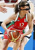 Natallia Marchanka playing with a face mask EuroBasket women 2009 © Agenzia Ciamillo-Castoria/E.Castoria