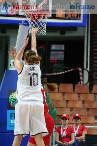 Romy Bär releasing the ball