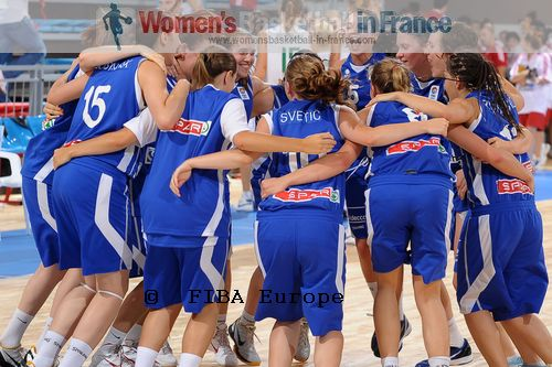 Slovenia U18 players in the huddle during 2011 U18 European Championship © FIBA Europe / Viktor Rébay