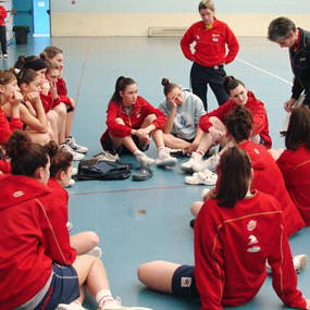 Spain U16 players listing to the coach © FEB