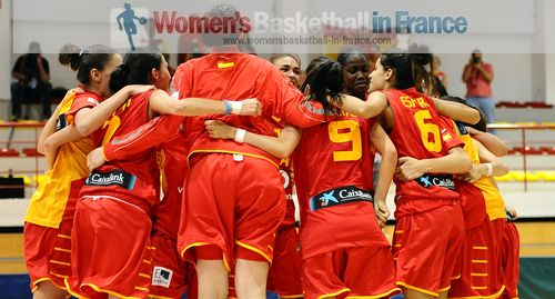 Spain U18   Players in the huddle in Miskolc