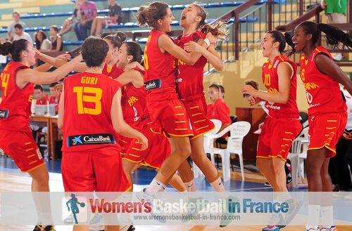 Spain U18 Women basketball team celebrating  in Croatia (2013)