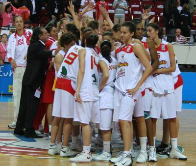 spain and Russian players after the EuroBasket women 2009 semi-final © Womensbasketball-in-france.com