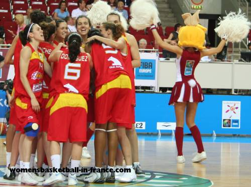 Spain alreay in quarter-final after beating Greece at  EuroBasket Women 2009 © womensbasketball-in-france.com