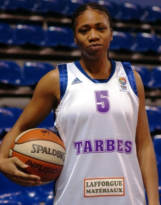 Tanish Wright scored 31 points but still losr © Tarbes Basket