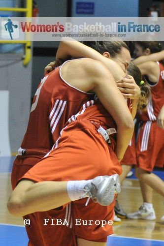 Turkish players celebrating  © FIBA Europe - Castoria/Gregolin
