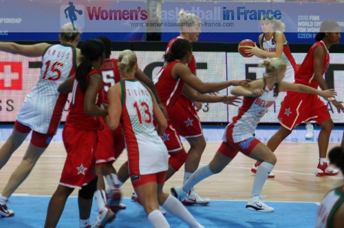 USA playing against Belarus © womensbasketball-in-france.com