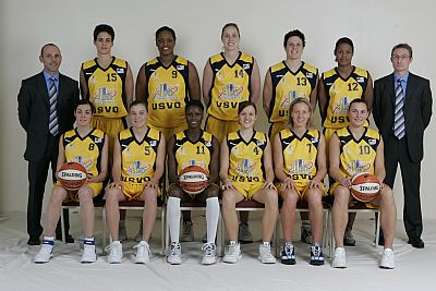 USVO Team picture _ Women playing basketball