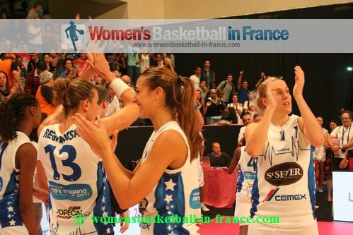 Basket Landes players happy after winning at the Open LFB in Paris