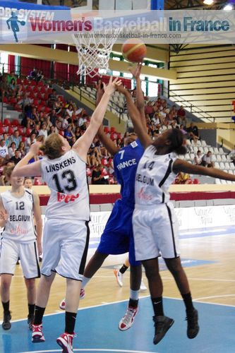 Belgium U16 against France U16 in Miskolc © womensbasketball-in-france.com