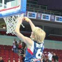 Cathy Melain ends career by cutting the nets at EuroBasket 2009 © Womensbasketball-in-france.com