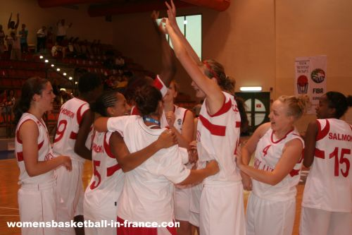 England record first win © Womensbasketball-in-france.com