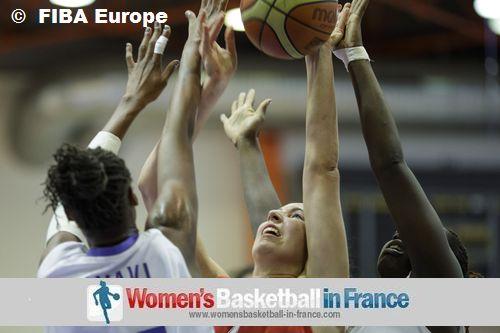 Valériane AYAYI defending © FIBA Europe