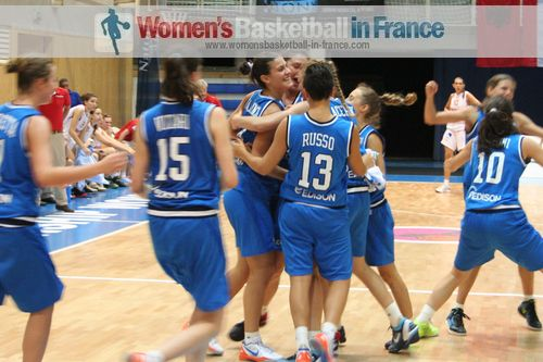 Italy U16 players after beating Spain © womensbasketball-in-france.com