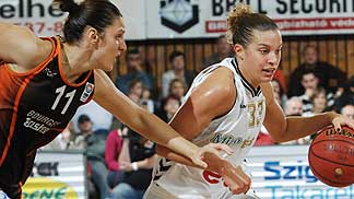 Ana Lelas and 	Kelly  Mazzante ©  FIBA Europe