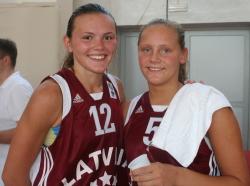 Anete Steinberga and Sabine Niedola © womensbasketball-in-france.com
