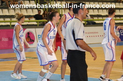 Slovak Republic playing against the Czech Republic © womensbasketball-in-france.com