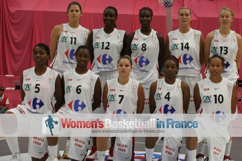 USO Mondeville 2011-2012 team picture © womensbasketball-in-france.com