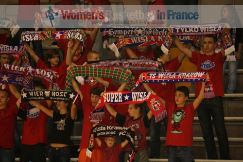 Wisla Can-Pack supporters ©  womensbasketball-in-france.com