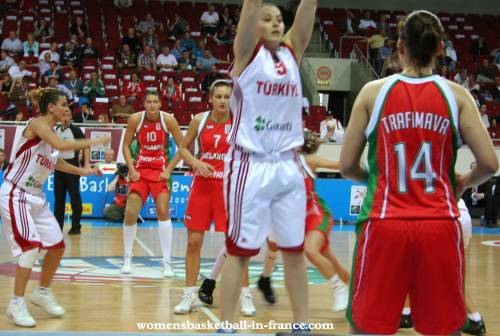 Belarus and Turkey play basketball  EuroBasket Women 2009 © womensbasketball-in-france.com