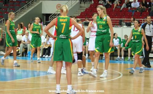 Belarus and Lithuania at EuroBasket Women2009 © womensbasketball-in-france.com