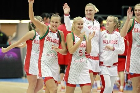 Belarus celebrating at the 2010 Fiba World Championship for Women © FIBA