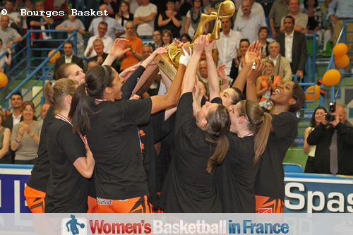 2011 LFB Champions: Bourges Basket players with the LFB trophy © Bourges Basket