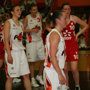 Players from Charleville and Lyon BF at the NF1 final four © womensbasketball-in-france.com
