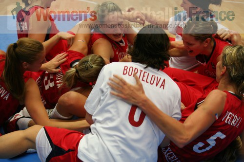 Czech Republic celebrate after knocking Australia at the FIBA World Championships for women © womensbasketball-in-france.com