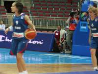 Céline Dumerc and Cathy Melain in the back ground © womensbasketball-in-france.com