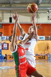 Elodie Godin playing at EuroBasket Women 2009 © Ciamillo Castoria