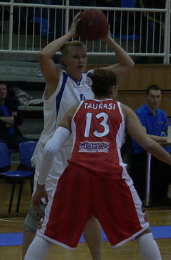 Emöke Füresz faces Diana Taurasi © FIBA Europe
