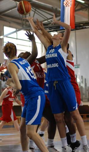 England and  Romania play basketball Eilat © ITSports Limor Noah