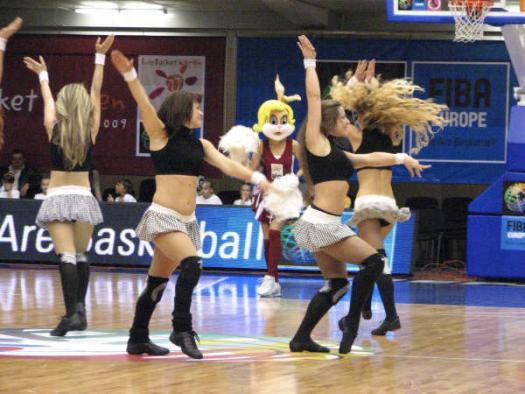 EuroBasket Women 2009 mascot dancing  © womensbasketball-in-france.com