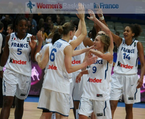 French players after beating Belarus at the 2010 FIBA World Championships  © womensbasketball-in-france.com
