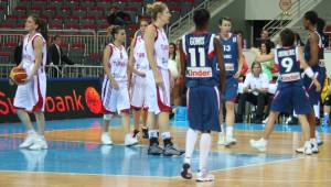 France and Turkey at EuroBasket Women 2009 © womensbasketball-in-france.com