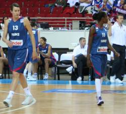Emilie Gomis Dumerc and Elodie Godin in the back ground © womensbasketball-in-france.com